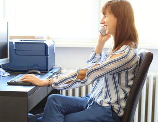 Welche luftigen Outfits sind im Büro erlaubt?