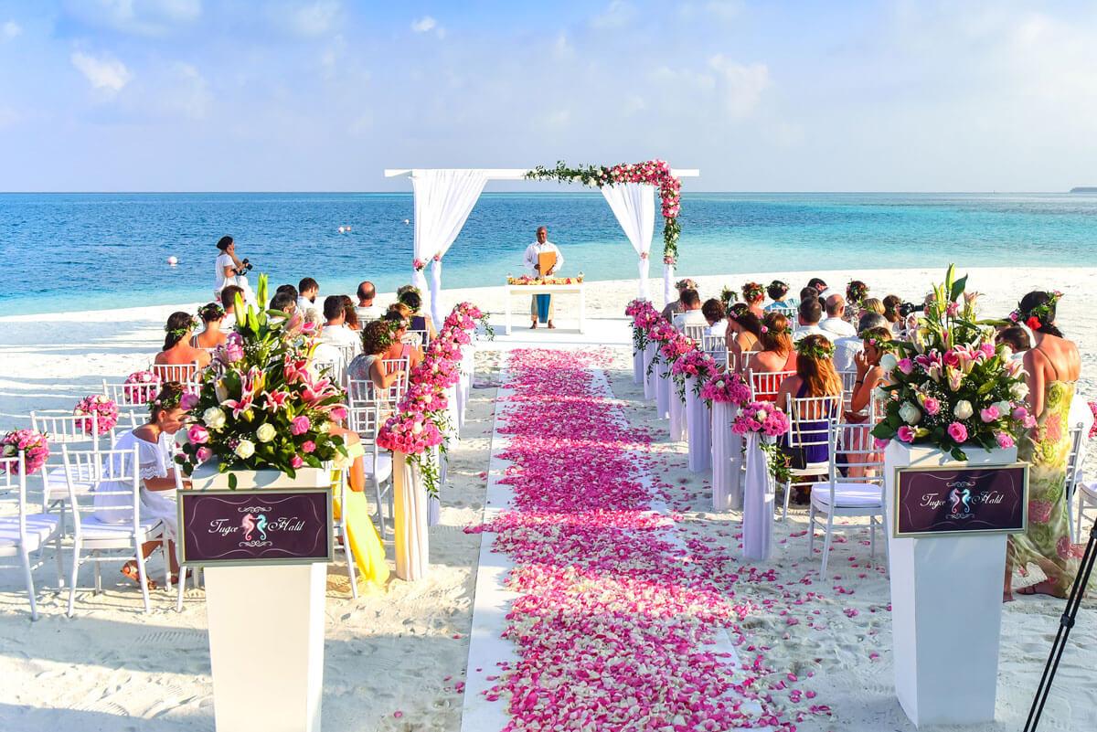 Was anziehen zur Hochzeit im Sommer?