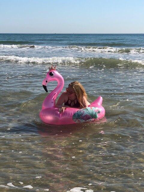 Badespaß mit lustigen Luftmatratzen