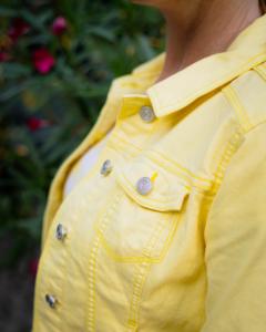 Gelber Jeansstoff für den jungen Auftritt