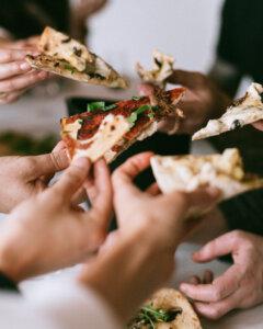 Silvester-Essen: Pizza belegen