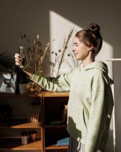 Selfie am Fenster