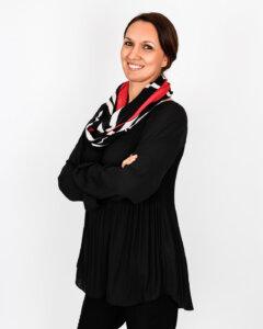 Damen Outfit Trendfarbe Schwarz